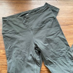 Grey ankle length workout legging